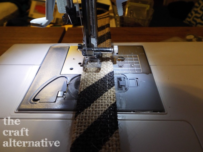 How to Make a Lined Burlap Lunch Bag_Strap