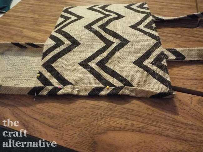 How to Make a Lined Burlap Lunch Bag_Gusset Pin