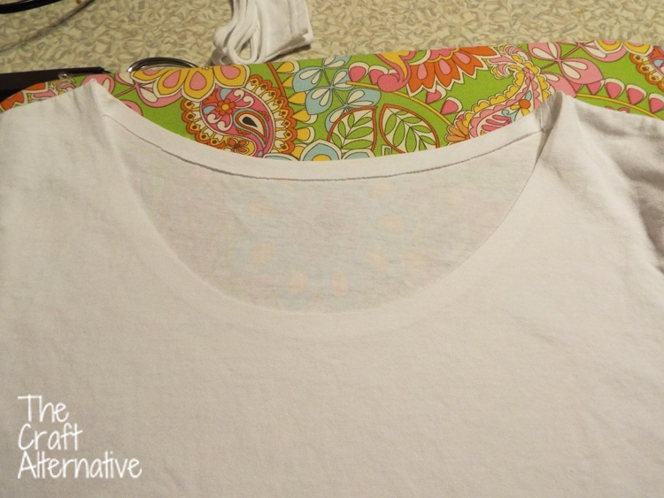 Refashioned and Tie-Dyed T-shirt_Neckline