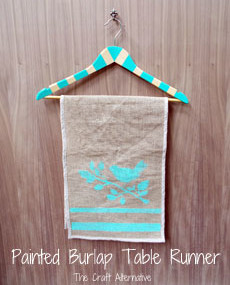 A Quick and Easy Burlap Table Runner