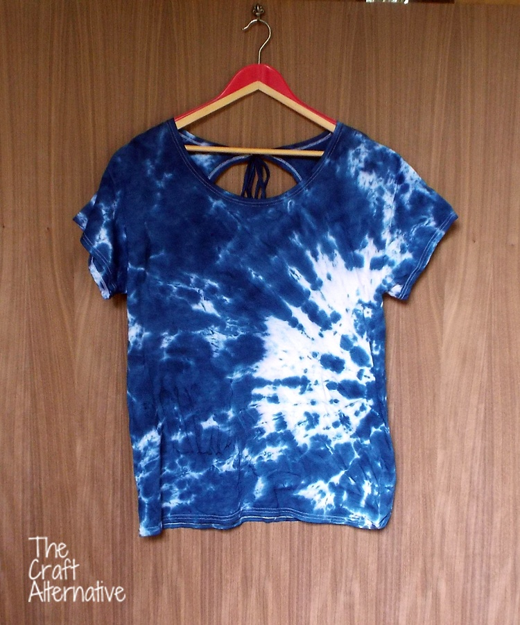 T-Shirt with a Keyhole Back_Front