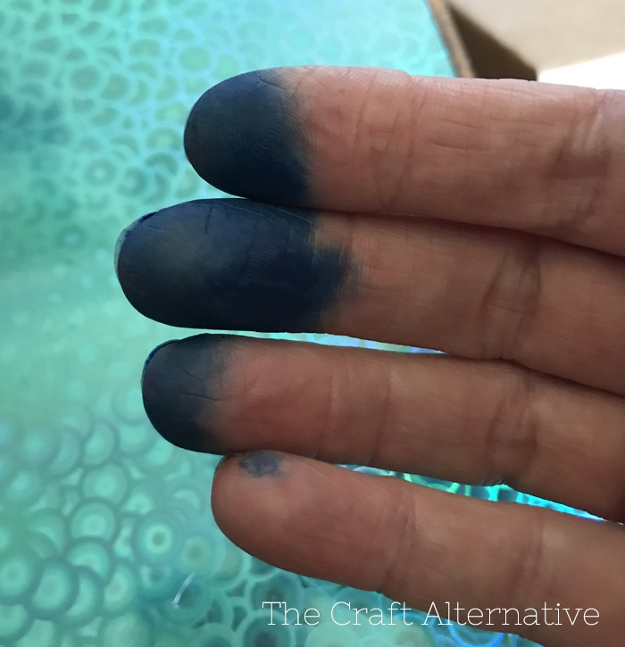 tips-dyeing-leather-fingers