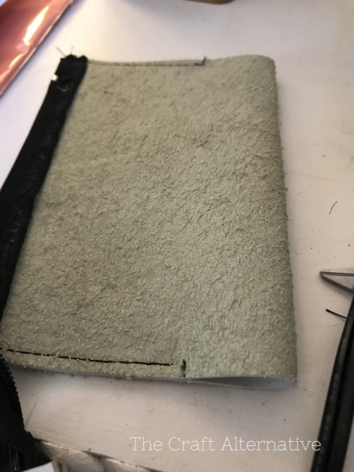easy-sew-diy-leather-pouch-side-seam