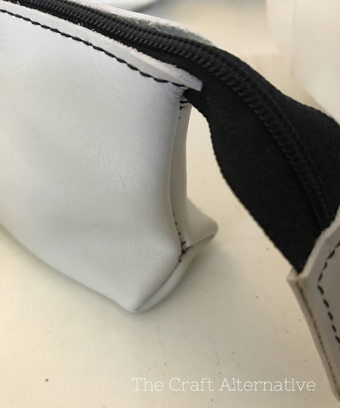 easy-sew-diy-leather-pouch-right-side